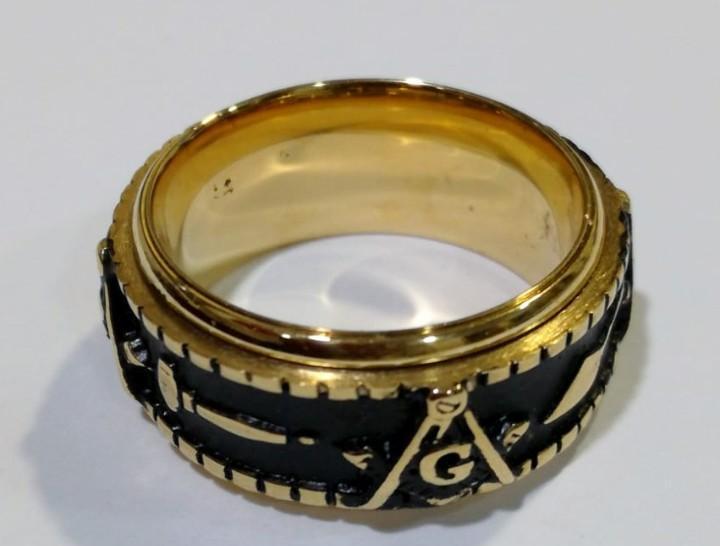 Raro anillo masónico en acero dorado, giratorio.