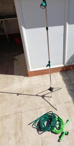 Ducha exterior portátil con 2 mangueras