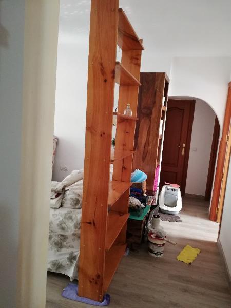 Estanteria alta madera maciza