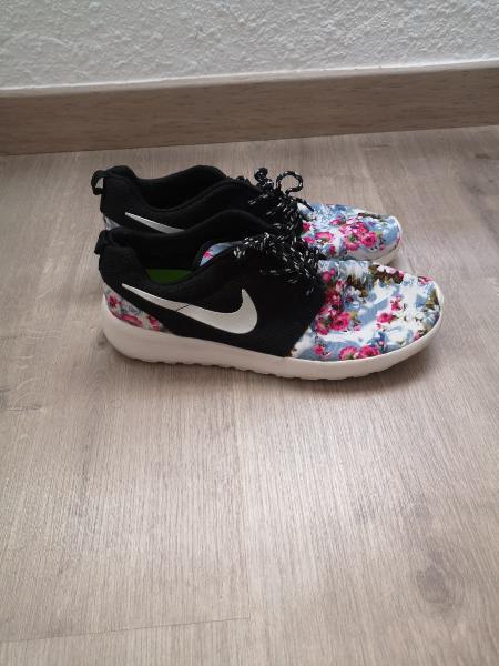 Nike roshe run especial