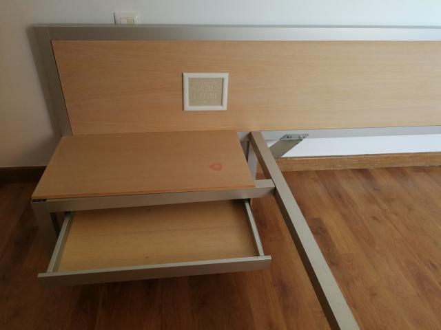 Cabezal cama con soporte somier y 1cajón 10€