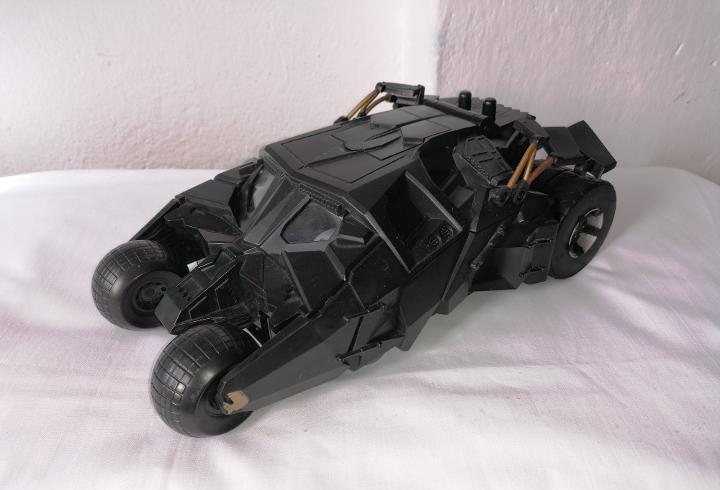 Figura batmobile batman