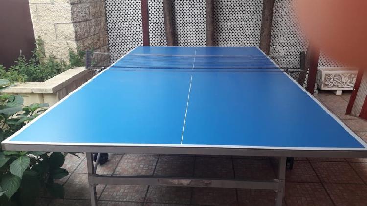 Mesa ping pong plegable con ruedas