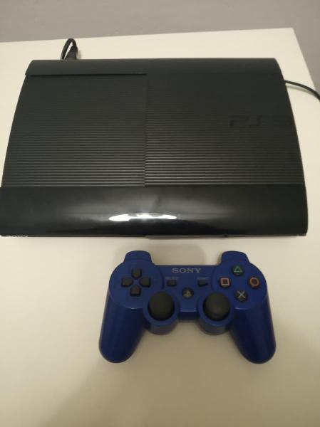 Playstation 3 500gb más mando y dos juegos