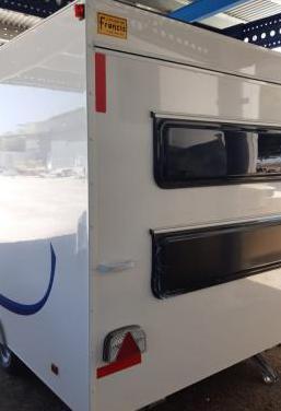 Caravana nueva de 750 kg a estreno