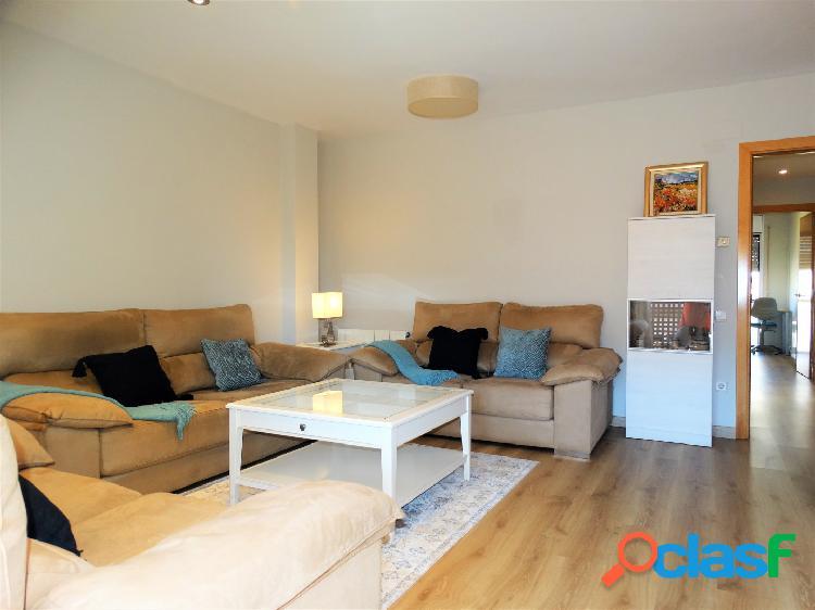 Fantastico piso de 3 habitaciones y 2 baños situado en zona centro de castelldefels.