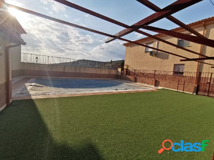 Adosada amueblada en alquiler con piscina comunitaria en Alfacar 1