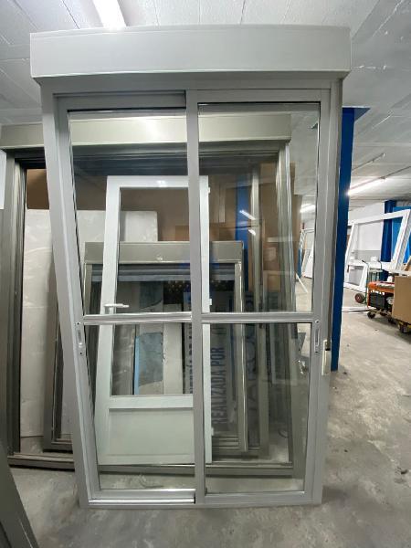 Balcón aluminio con persiana