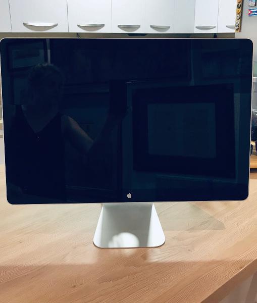 Monitor apple display cinema 24 pulgadas.