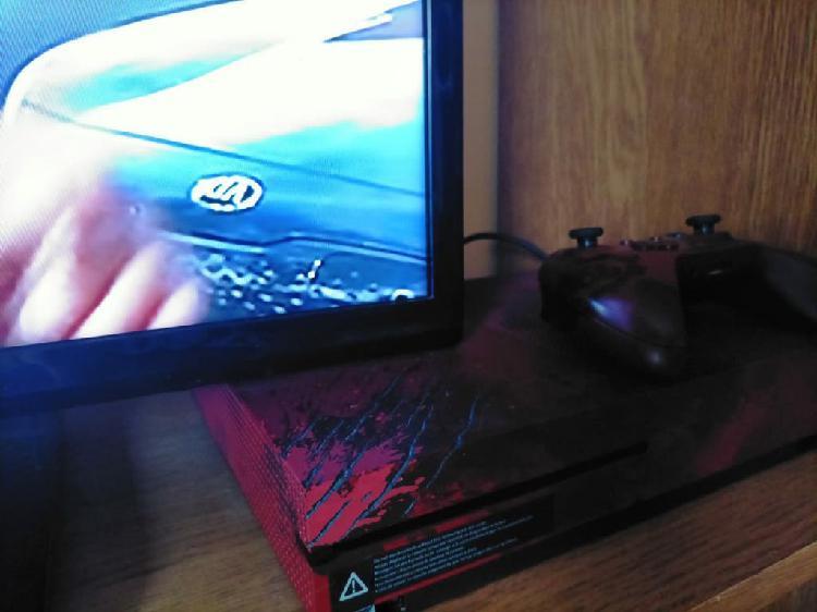 Xbox one sin apenas uso , se entrega con mando y j