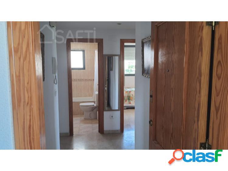 Piso con dos dormitorios y dos baños, salón-comedor, cocina, galeria, dos plazas de parking y piscina, para entrar a vivir. 1