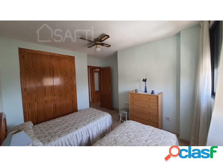 Piso con dos dormitorios y dos baños, salón-comedor, cocina, galeria, dos plazas de parking y piscina, para entrar a vivir. 2