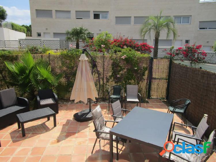 Loft de diseño en una urbanización de standing con jardín, piscina y padel comunitario en la zona de san nicolás, a tan solo 500 metros de la marineta casiana y a 1,5 km del centro de dénia.