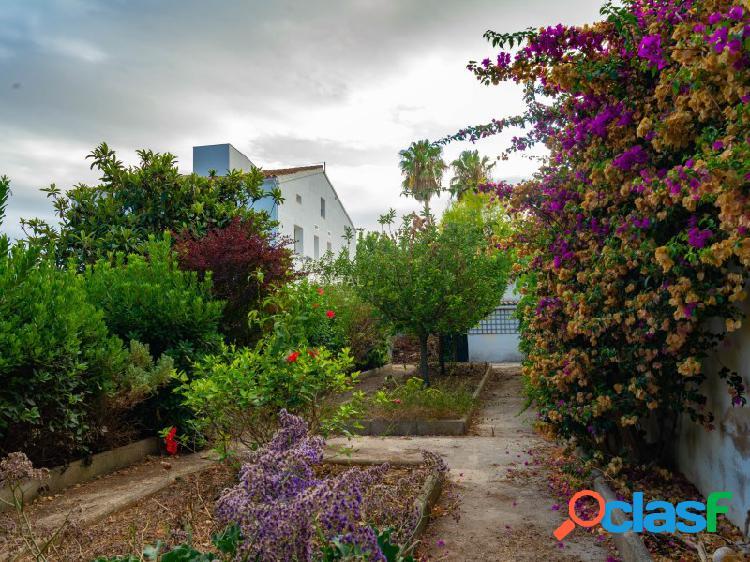 Casa con patio y negocio en planta baja, mahon, menorca