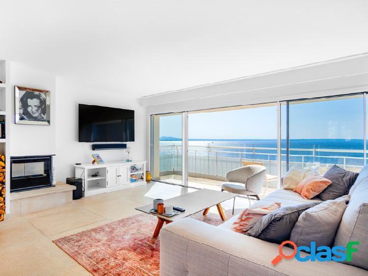 Atico con increíbles vistas al mar con azotea y balcón en illetas
