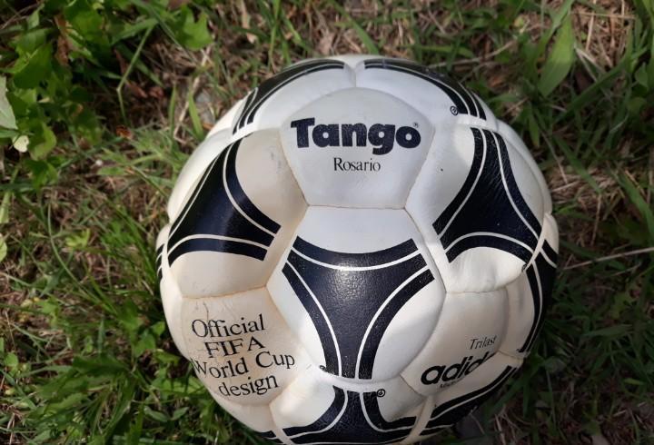 Balon adidas tango rosario año 1980