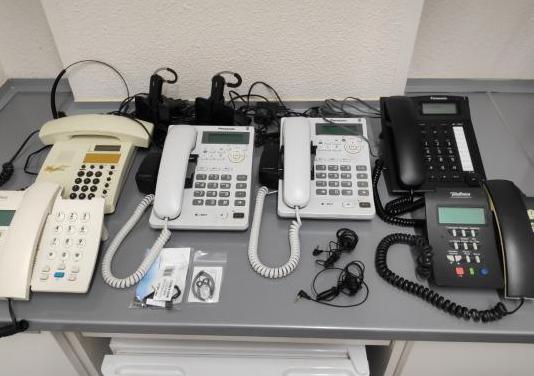 Centralita analógica con teléfonos