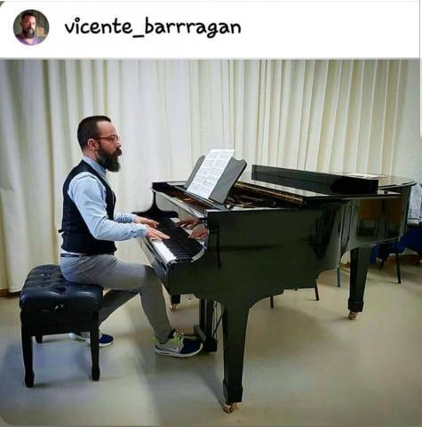 Profesor de piano, técnica vocal y canto