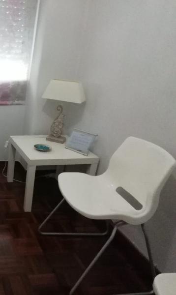 4 silla de diseño en plástico blanco y pata trineo