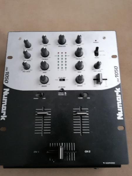 Mesa de mezclas numark dm 1050