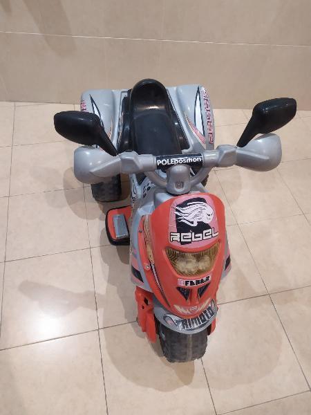 Moto triciclo rapido i potente.