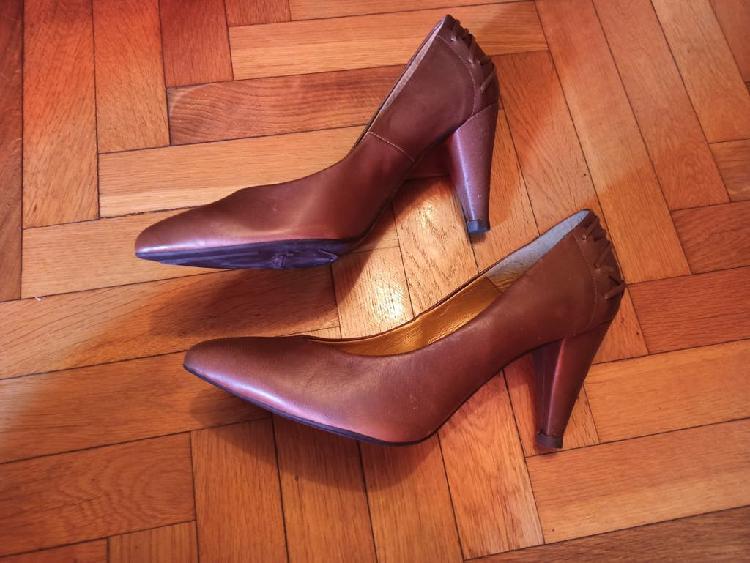 Zapatos salón marrón stradivarius talla 41 nuevos