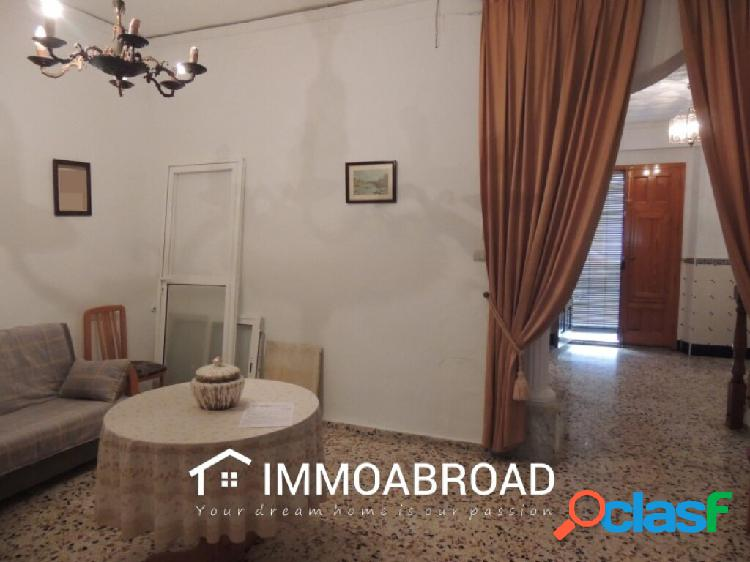 Adosado en venta en Oliva con 5 dormitorios y 2 baños 1
