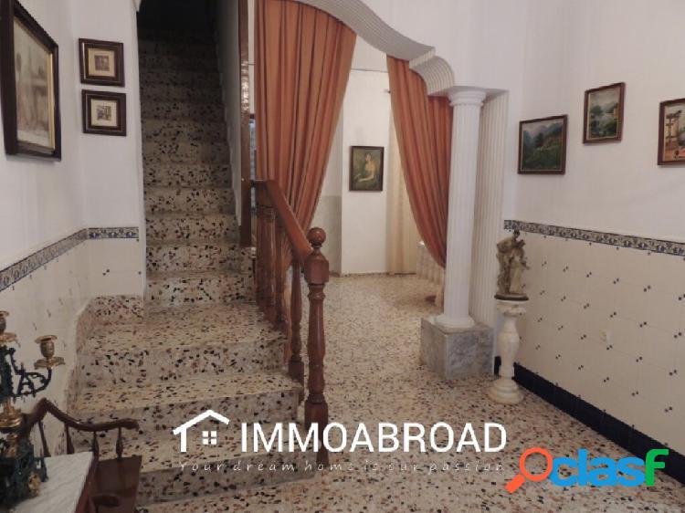 Adosado en venta en Oliva con 5 dormitorios y 2 baños 2