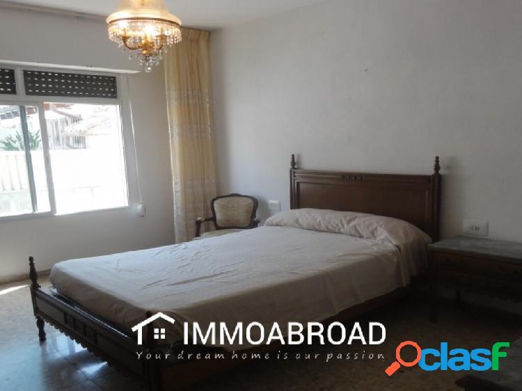 Adosado en venta en Oliva con 4 dormitorios y 2 baños 1