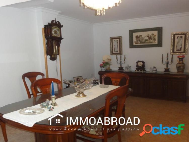 Adosado en venta en Oliva con 4 dormitorios y 2 baños 2
