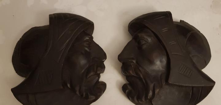 Tallas madera perfil cabezas.colgar pared. 18x17cm