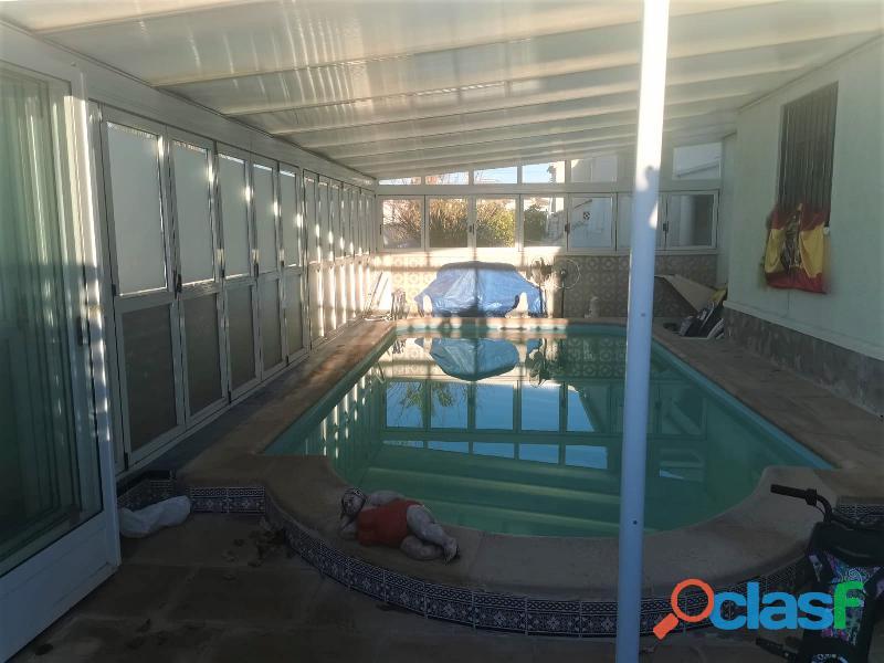 Chalet reformado con piscina privada en la urbanización san luis, torrevieja