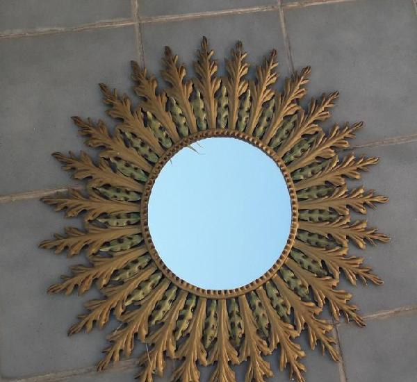 Espejo de hierro en forma de sol, años 70 aprox (71cm
