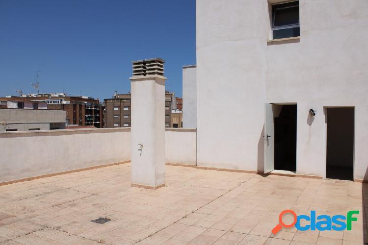 Terraza con posibilidad de poner apartamento modular, con local incluido en el precio.