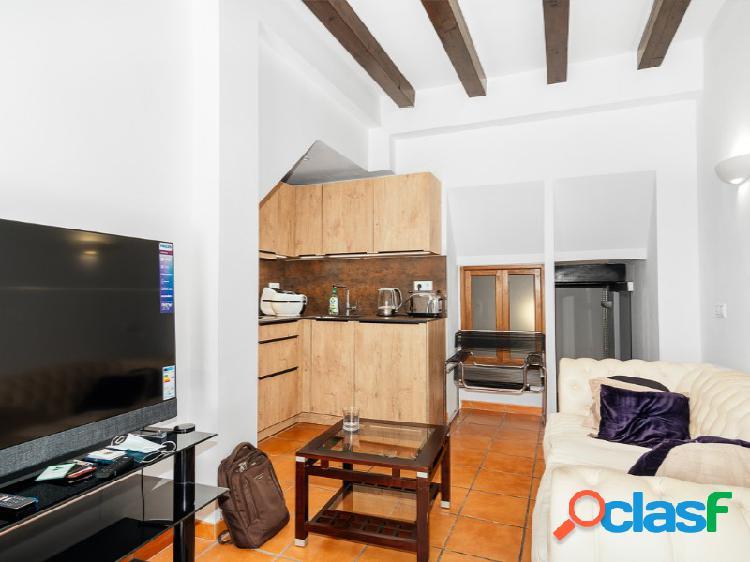 Precioso piso en planta baja reformado en el corazón de santa catalina