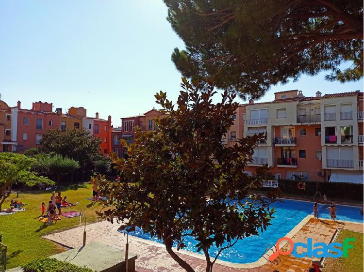 Apartamento con 3 dormitorios, parking y piscina comunitaria