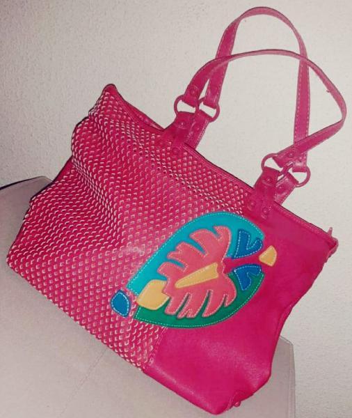 Bolso rosa con hoja merkal nuevo
