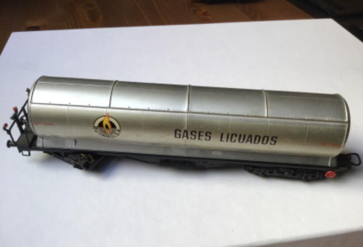 H0 electrotren. vagón cisterna butano gases licuados