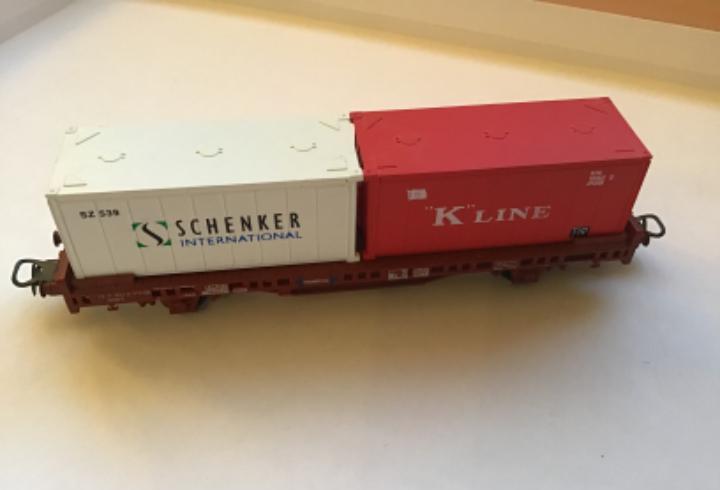H0 lima. vagón mercancías borde bajo con contenedores.