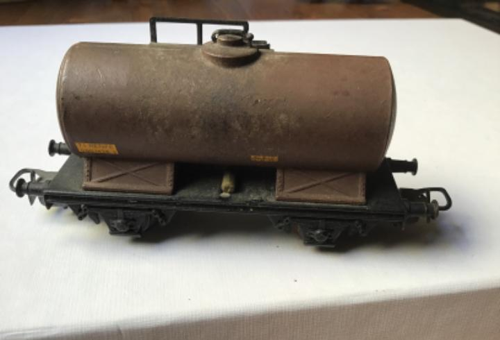 H0 vagón cisterna antiguo renfe todo de metal. envejecido