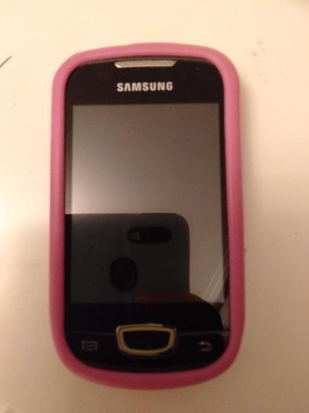 Móvil samsung, galaxy mini s5570 con funda rosa