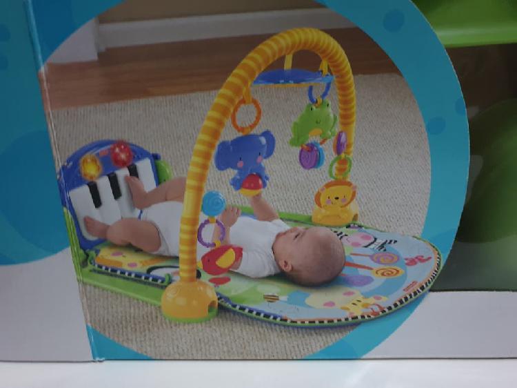 Gimnasio piano actividades con manta fisher price