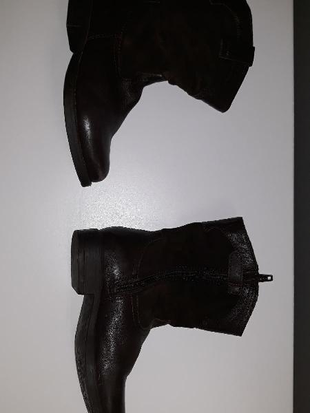 Varios pares zapatos niña