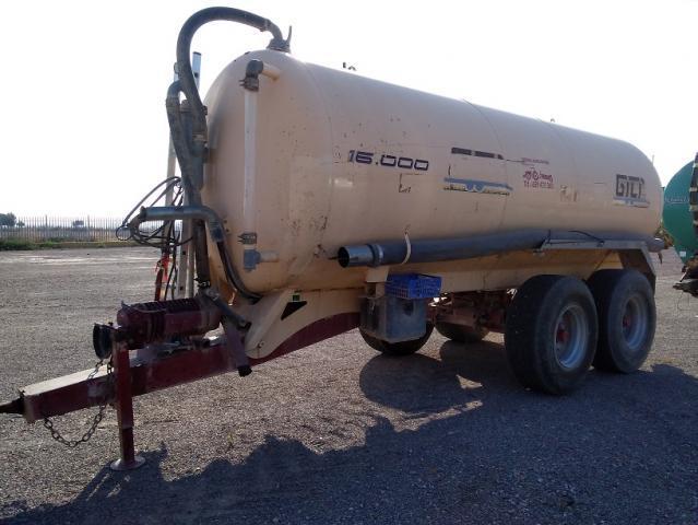 Cuba o cisterna para tractor gili de 16.000 litros.