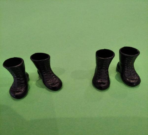 Dos pares de botas originales negras madelman