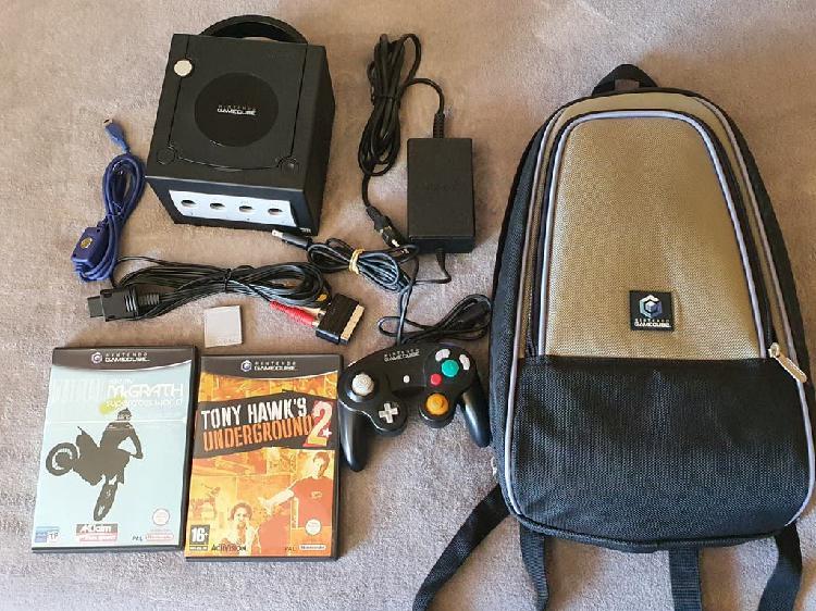 Gamecube con dos juegos y mochila
