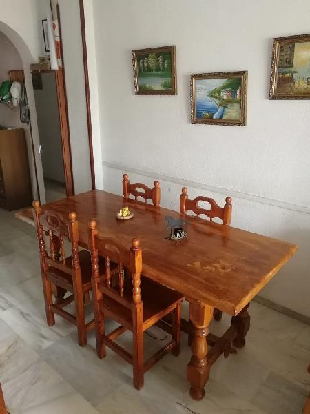 Mesa y sillas provenzal de madera maciza