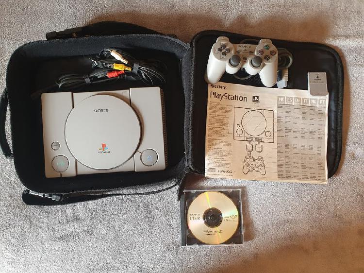 Playstation 1 con funda original. ps1