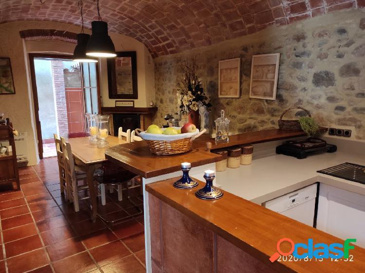 Preciosa casa de piedra restaurada con gran encanto 1