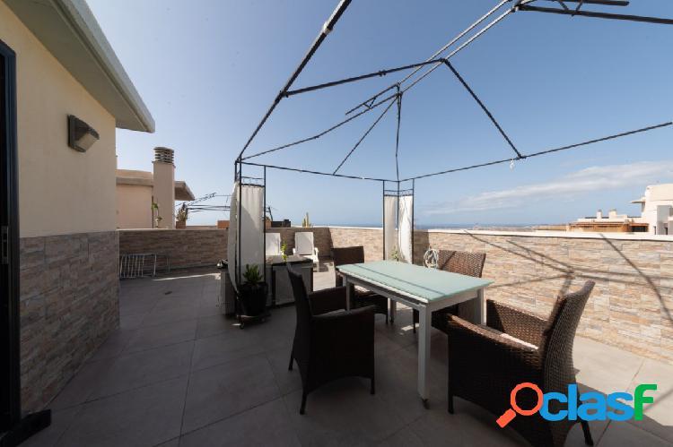 Se vende luminoso apartamento de 2 dormitorios con gran terraza con vista al mar